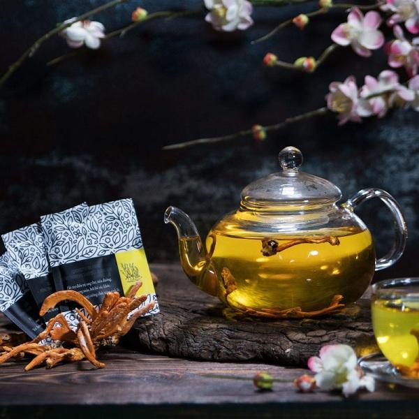 Dùng đông trùng hạ thảo để pha trà